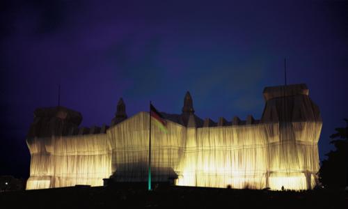 Christo und Jeanne-Claude, Reichstag Westfassade tiefe Nacht.