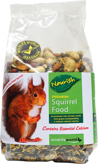 Eichhörnchenfutter fürs Eichhörnchenhaus.