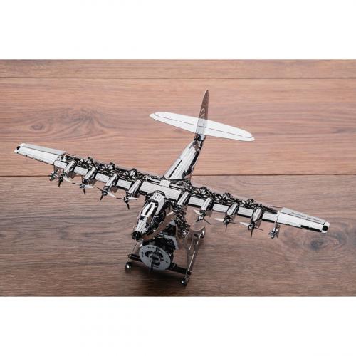 Flugzeug »Heavenly Hercules«.