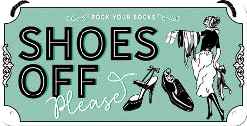 Hängeschild »Shoes Off Please«.