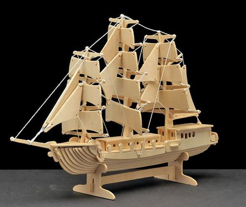 Holzbausatz Segelschiff.