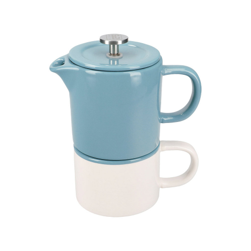 Kaffeebereiter mit Tasse.