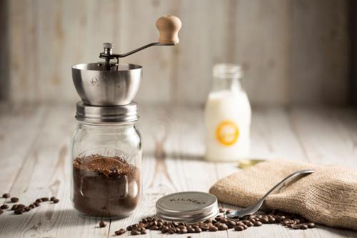 Kaffeemühle mit Drehkurbelmahlwerk.