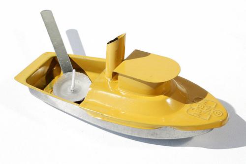 Kerzenboot im Retro-Look.