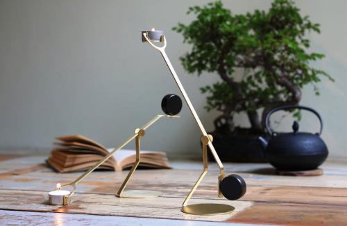 Kerzenhalter »Rising Balance«.