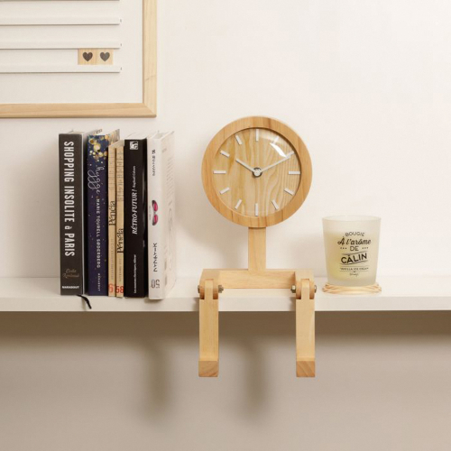 Männchen-Uhr aus Holz.