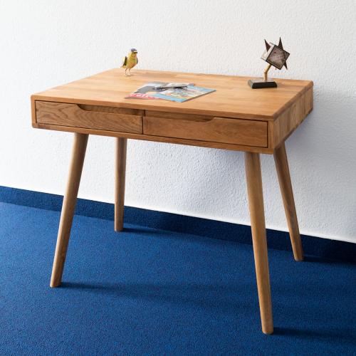 Massivholz-Schreibtisch aus Eiche.