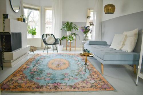 Teppich im Vintage-Look gelb mit blau, 188 x 115 cm.