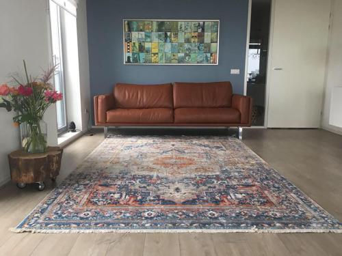 Teppich in Erdtönen, 170 x 120 cm.