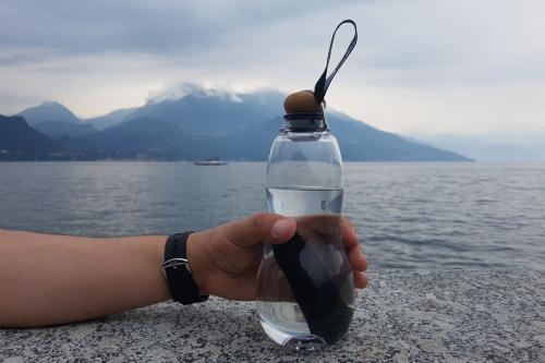 Trinkflasche mit Aktivkohlefilter.