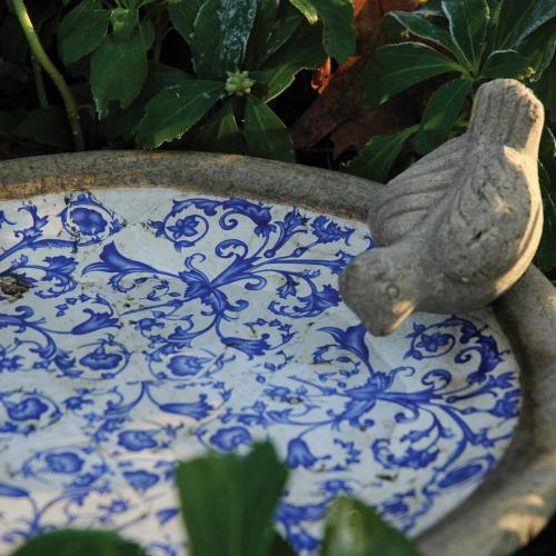 Vogeltränke aus Keramik.