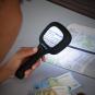 3-fach-Lupe mit LED und UV-Licht. Bild 1