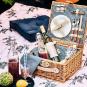 Traditioneller Picknick-Weidenkorb. Bild 2