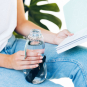Trinkflasche mit Aktivkohlefilter. Bild 3